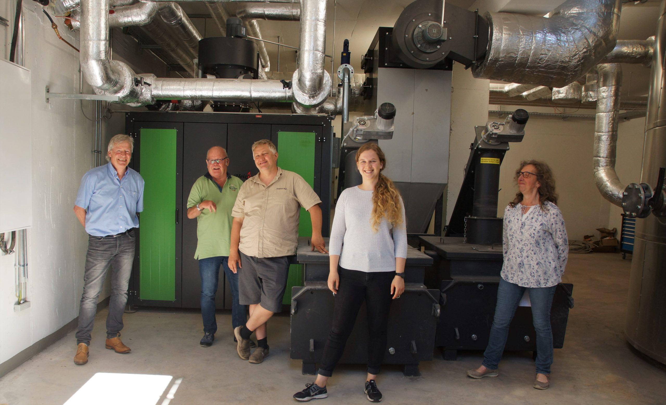 Wärme, Strom, E-Mobilität. Bundestagskandidatin Sara Haug zu Besuch bei der Weiler Wärme
